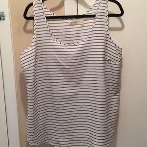 White and black sleeveless top size XL(16-18)